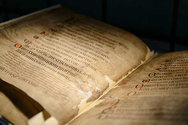 B MSS: manuscripts in languages other than Irish