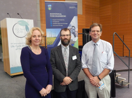 Caption: Prof Nick Holden (centre) with Prof Imke de Boer (Wagenignen UR, left) and Dr John Ingram (Environmental Change Institute, University of Oxford, right) at the opening of LCA Food 2016 at UCD Dublin.