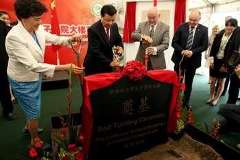 Madam Xu Lin, Director General of Hanban, the headquarters of the Confucius Institutes in Beijing, with Mr Liu Yunshan, and Mr Ruairi Quinn, Minister for Education & Skills, turning the sod for the Confucius Institute building at UCD