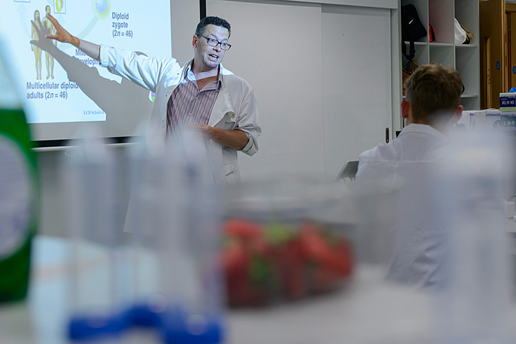 Associate Professor Tom Wilkinson during the Biology and Environmental Science workshop
