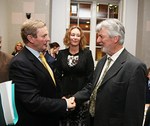 An Taoiseach Enda Kenny, T.D meets UCD Professor Des Higgins.